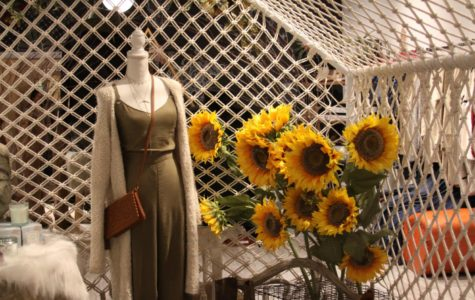 Ooh La Luxe is channelling the Van Gogh Sunflower vibe.