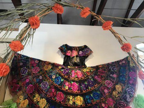 Nuevas Versiones de las Costumbres Tradicionales: La celebración del Día de los Muertos
